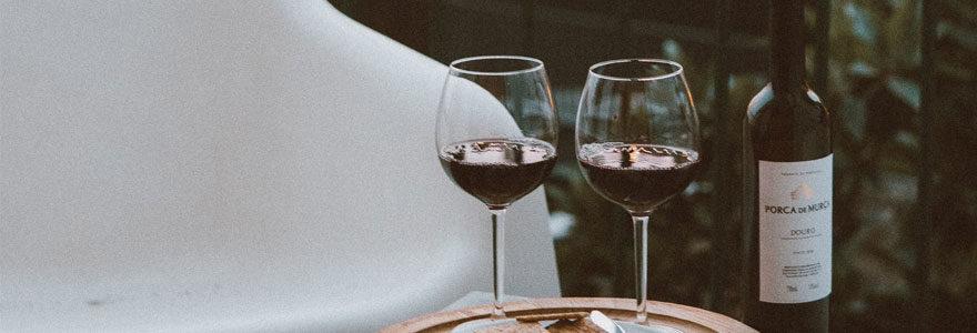 Photo d'un verre de vin rouge